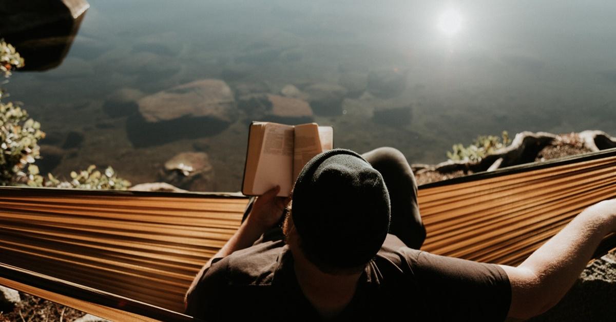 Trei audiobookuri cu care să îți hrănești sufletul în așteptarea Învierii