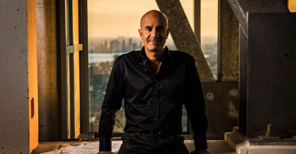 Descoperă povestea adevărată din spatele Călugărului care și-a vândut Ferrari-ul și alte lucruri interesante despre Robin Sharma