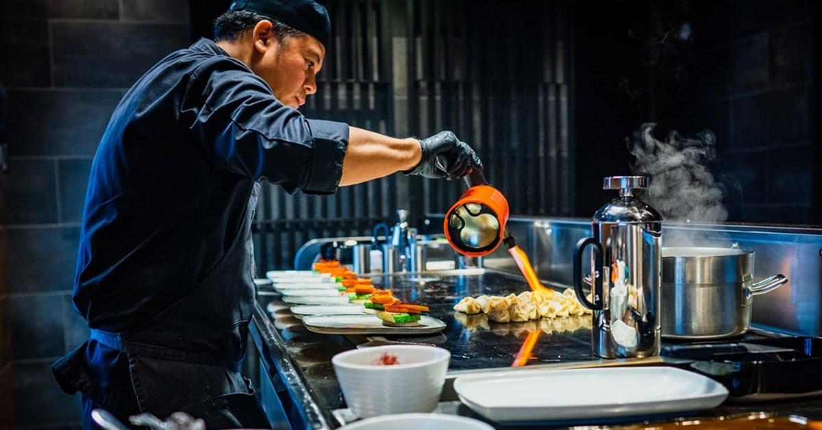 Degustare de carte: 4 ore – Chef. 6 motive pentru a citi o carte despre mâncare deși nu îți place să gătești