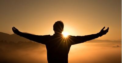 Folosește metoda spirituală a pastorului Norman Vincent Peale pentru a-ți activa puterea supranaturală!